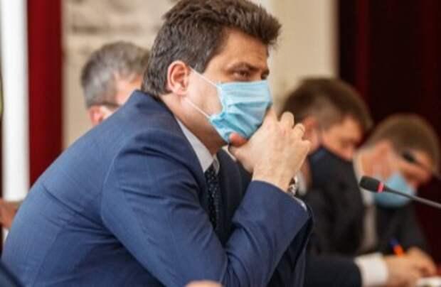 Чиновник решил, что выталкивание людей без масок из транспорта поможет победить коронавирус