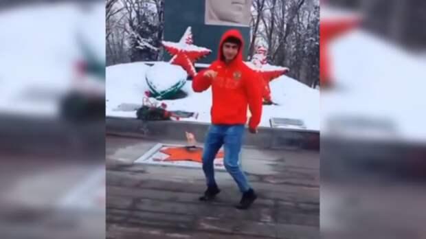 Танцевавшему лезгинку у Вечного огня на Ставрополье вынесли приговор