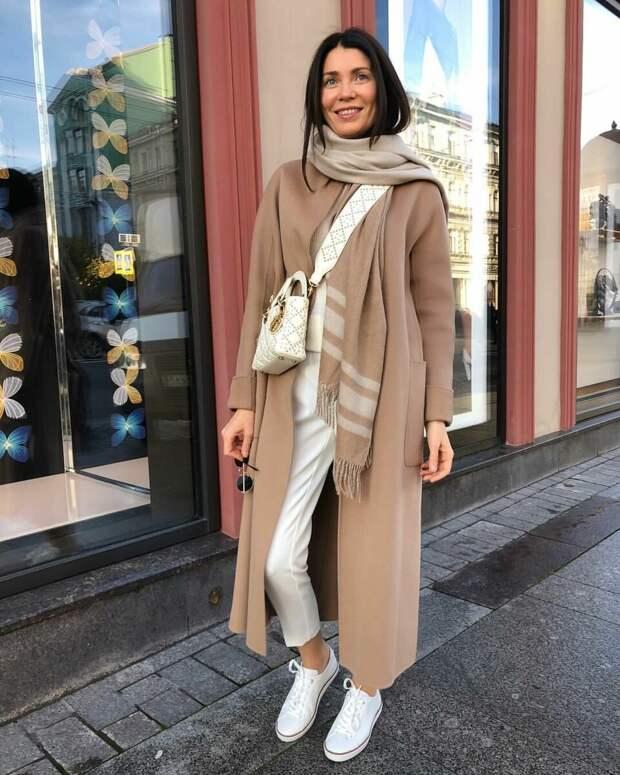 Женщина в песочном пальто. /Фото: 3.404content.com