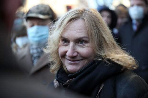 Исхудавшая Елена Батурина открыла доску Лужкова