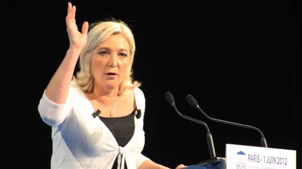 «Пора сбросить доспехи»: кто плетет интриги за спиной Марин Ле Пен