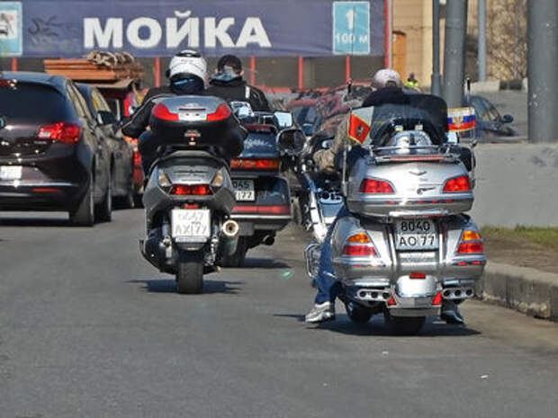 Автомобилистов научат замечать мотоциклистов