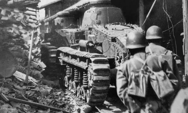 Японский танк «Оцу» прокладывает дорогу пехоте dy.163.com - Шанхай-1932: проба сил перед большой войной   Военно-исторический портал Warspot.ru