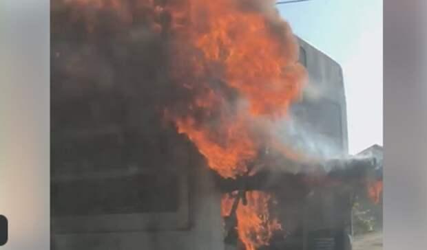 Рейсовый автобус загорелся вовремя движения вРостове-на-Дону