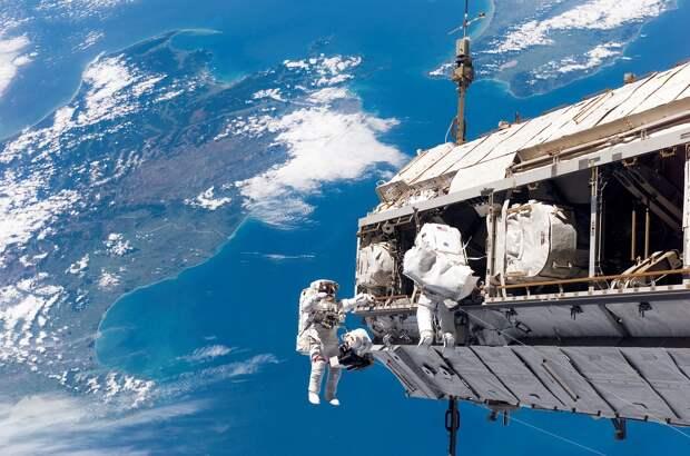 NASA транслирует полёт Crew Dragon на Землю