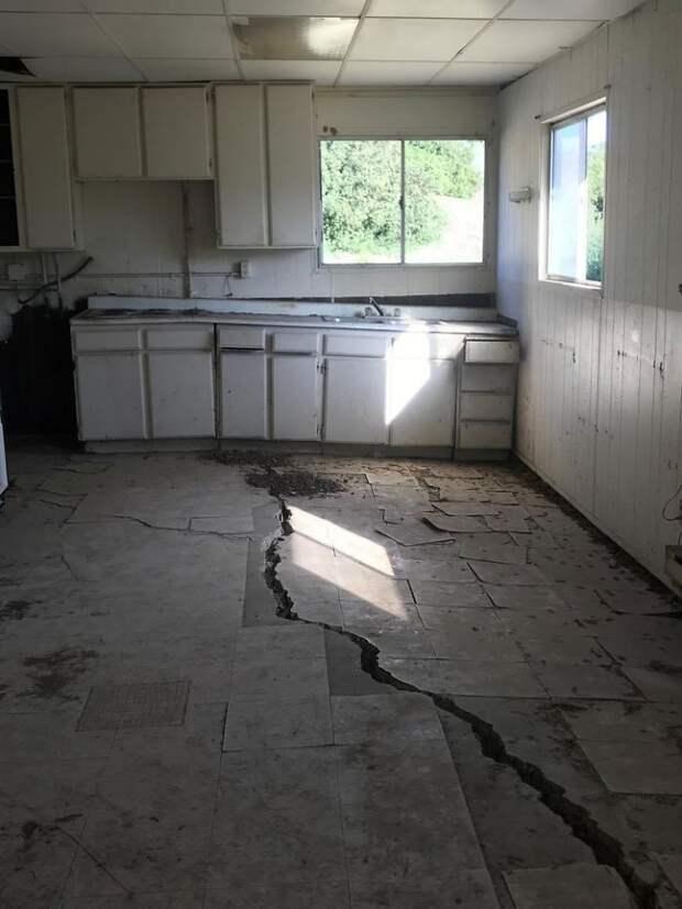 7 самых безумных находок чуваков, которые проверяют старые дома
