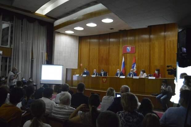 Развожаев и Алтабаева завели экозащитников в лес подпевал
