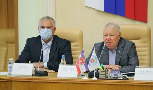 Аксёнов поздравил Форманчука с избранием на пост Председателя Общественной палаты