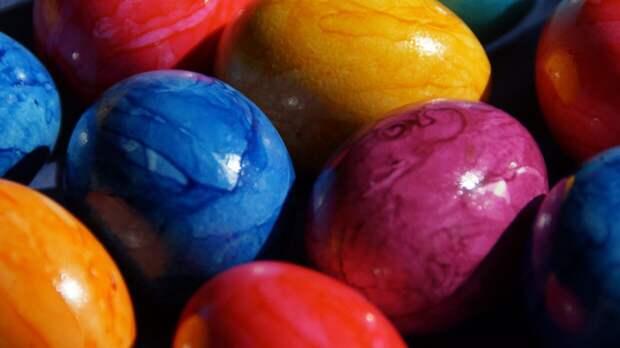 Иерей объяснил, почему пасхальные яйца нельзя хранить годами