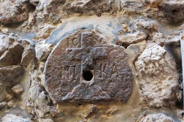 Что нашли ученые, вскрывшие гробницу Иисуса Христа?