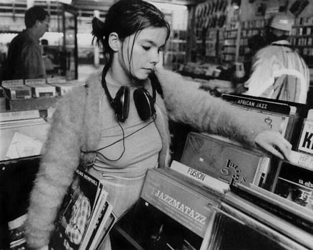 Бьорк в магазине грампластинок, 1994 год.