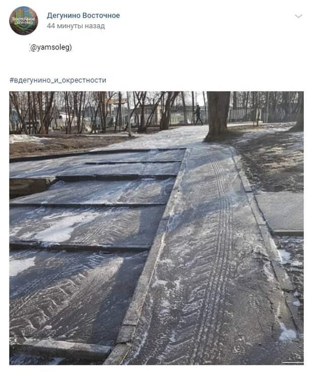 Фото дня: дорожки в Восточном Дегунине помыли с шампунем