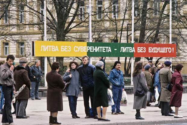 Один из митингов в Вильнюсе после объявления независимости