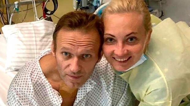 Микроигла загадочной спутницы Навального: Любовница, отравительница и даже агент MI 6