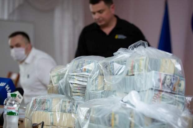 Уши Байдена, торчащие в Киеве из-за горы шести миллионов долларов наличкой