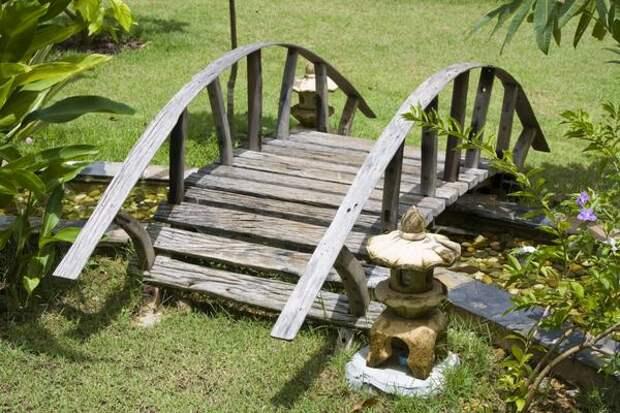 Мостик - притягательный элемент садового ландшафта