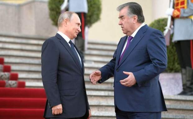 Путин сообщил президенту Таджикистана, что России нехватает рабочих рук