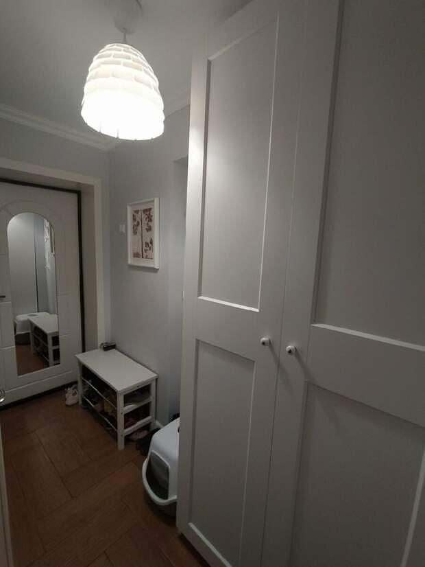 Четыре узкие тесные прихожие, в которых много мебели. Какая лучше – смотрим