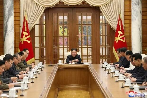 Ким Чен Ын появился на публике впервые за месяц отсутствия