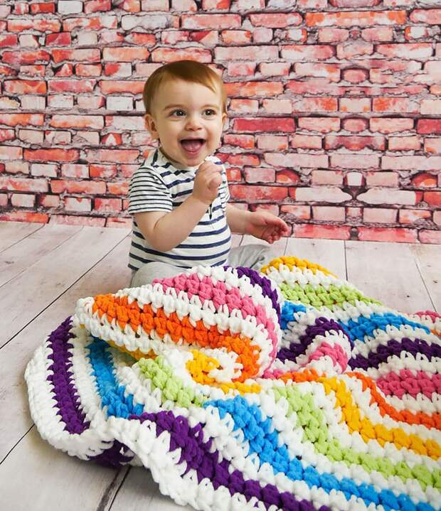 От коврика до свитера: 17 радужных идей для вязания крючком