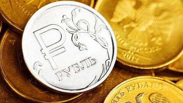 Россиян уличили в активном накоплении денег только после 30 лет