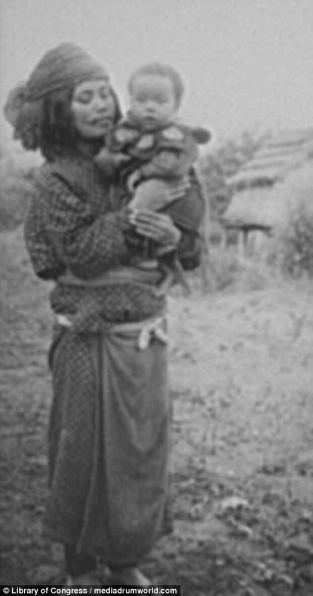 Женщина с ребенком на руках айны, история, народ, фотография