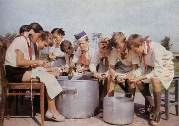 10 любимых блюд, которыми раньше кормили в школьных столовых и в пионерлагерях)