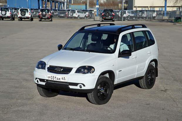 Черно-белая Chevrolet Niva спешит к дилерам (ОБНОВЛЕНО)