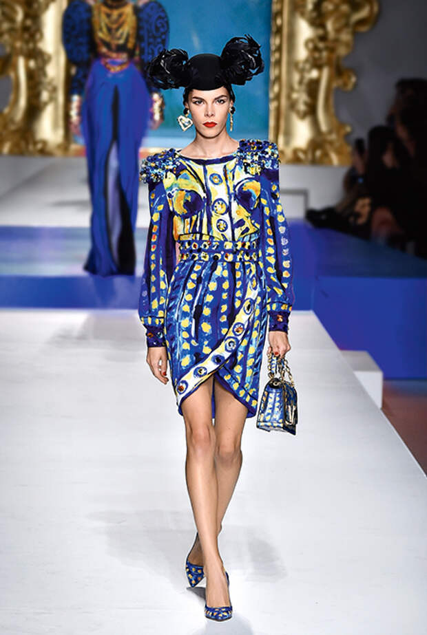 Классический синий: как носить главный цвет 2020 года по версии Института Pantone