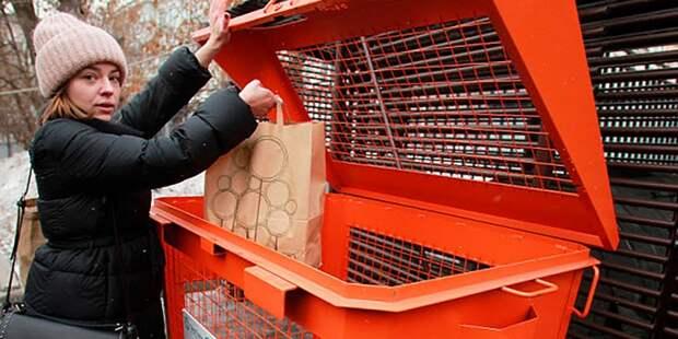 Переполненную корзину для вторсырья на Юных Ленинцев опустошили — Жилищник