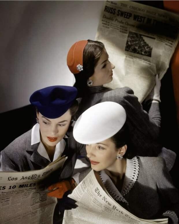 Девушки читают новости с фронта, журнала Vogue 1943 года.