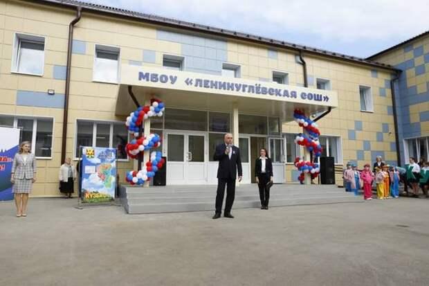 Сергей Цивилев открыл после капремонта школу в поселке Восходящий