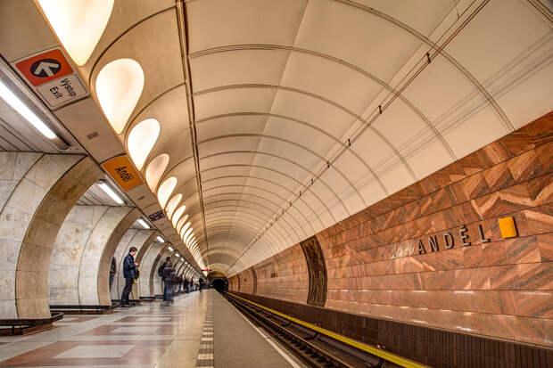 Станции метро разных городов мира, названные в честь России