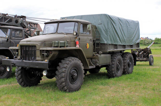Грузовой автомобиль «Урал-375» – один из лучших советских внедорожных грузовиков