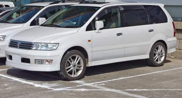 Простой японский минивэн — Mitsubishi Chariot