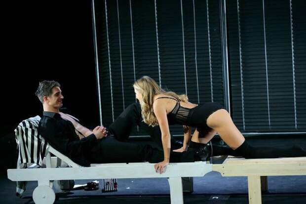 Садальский считает, что борец Хабиб, недовольный раздетой актрисой, сам развратничает, выходя на ринг в трусах