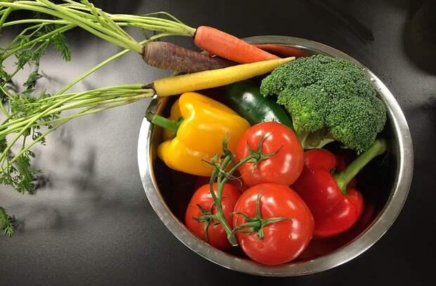 Едим только сырую еду: что будет с телом
