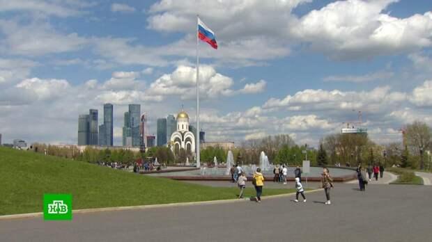 В московских парках проверяют здоровье и прививают от COVID-19