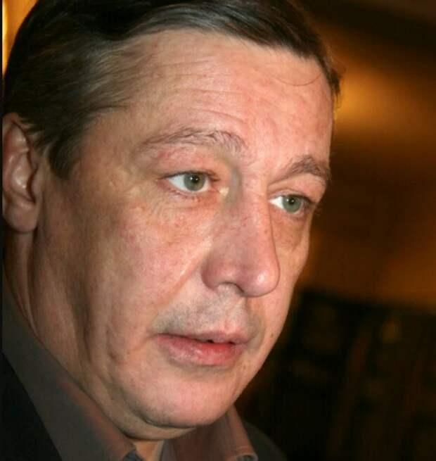 Михаила Ефремова привезли на допрос по делу о ДТП в центре Москвы
