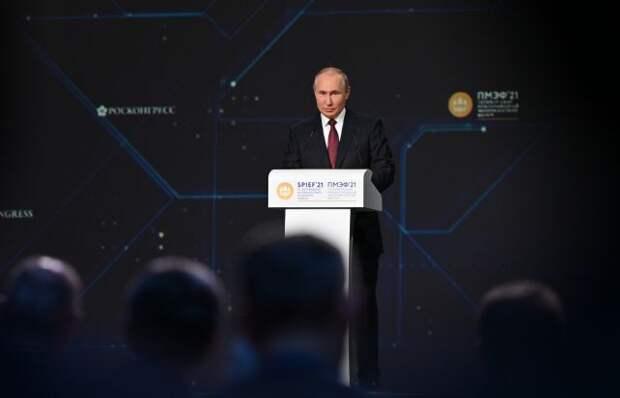 Путин поручил освободить малый бизнес от налоговой отчётности