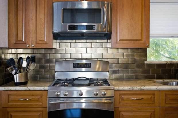Почему американцы над плитой вешают не вытяжку, а микроволновую печь