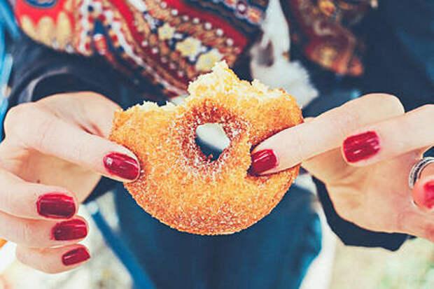 Диетолог назвала безопасное количество нездоровой еды в рационе