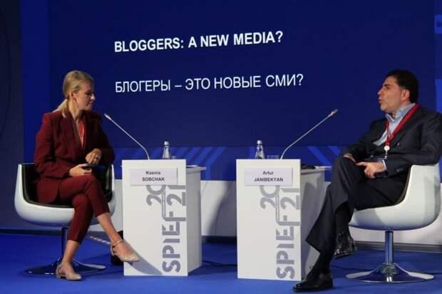 На двух стульях: Собчак и Минаев рассказали, кто они