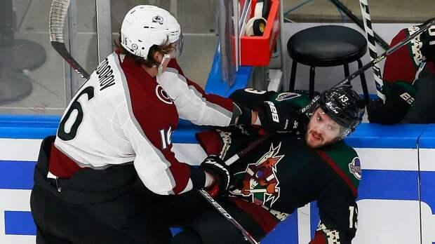 Американец чуть не вылетел со льда от удара русского хоккеиста Задорова. «Колорадо» не пожалел «Аризону» — 7:1