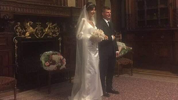 Аршавин женился и сделал невесте подарок на 12 млн. рублей