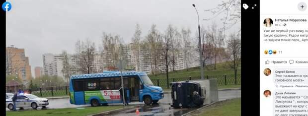 В Марьине рейсовый микроавтобус столкнулся с грузовиком