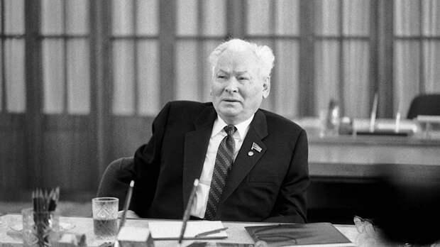 Что нашли в кабинете Константина Черненко, который занял Михаил Горбачев