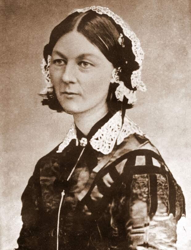 Florence_Nightingale_CDV_by_H_Lenthall.jpg