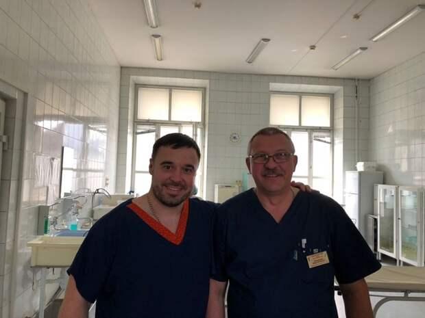 Михаил Колыбелкин — сибирский хирург, который делает бесплатные операции детям по всему миру
