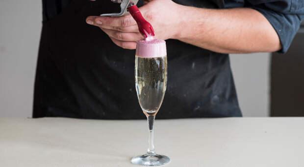 Коктейль «Шампанское с ягодной пеной». Шаг 4